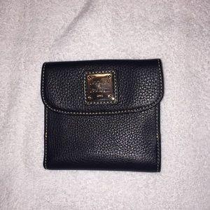 NWOT Dooney & Bourke women leather wallet